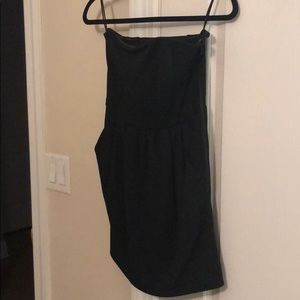 Black strapless dress with pockets and scent back